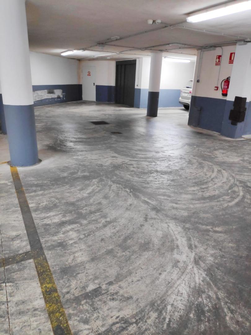 Magatzem  Manises - el carmen. Plaza de garaje doble con capacidad para un coche y una moto + t
