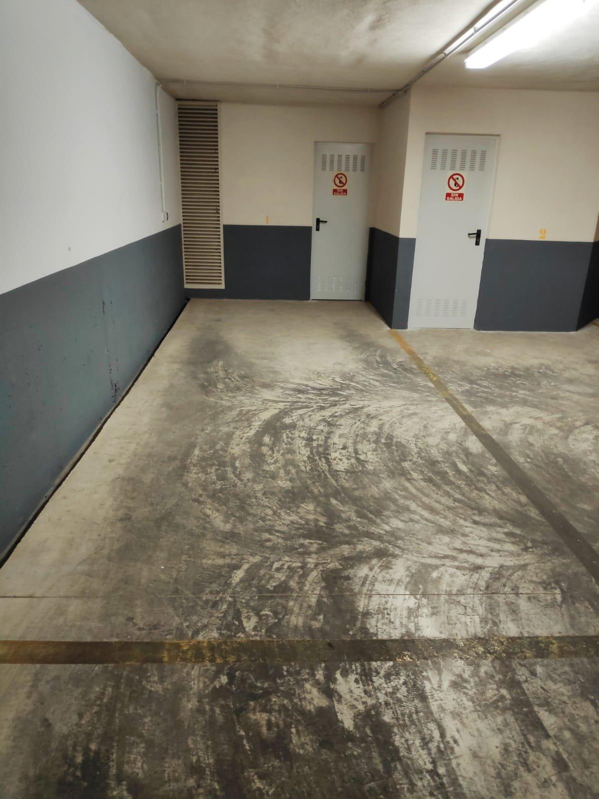 Magatzem  Manises ,hospital. Plaza de garaje doble con capacidad para un coche y una moto   t