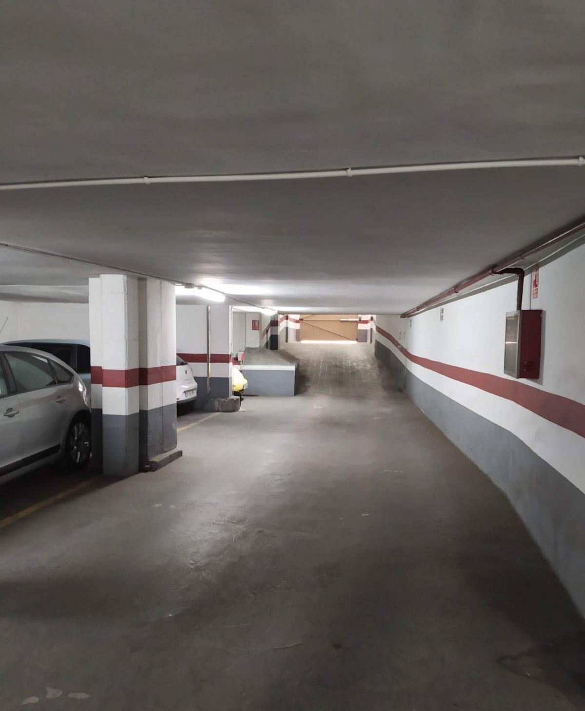 Rent Car parking  Quart de poblet ,colegio ramón la porta. Garaje en alquiler situado cercano a colegio ramón la porta