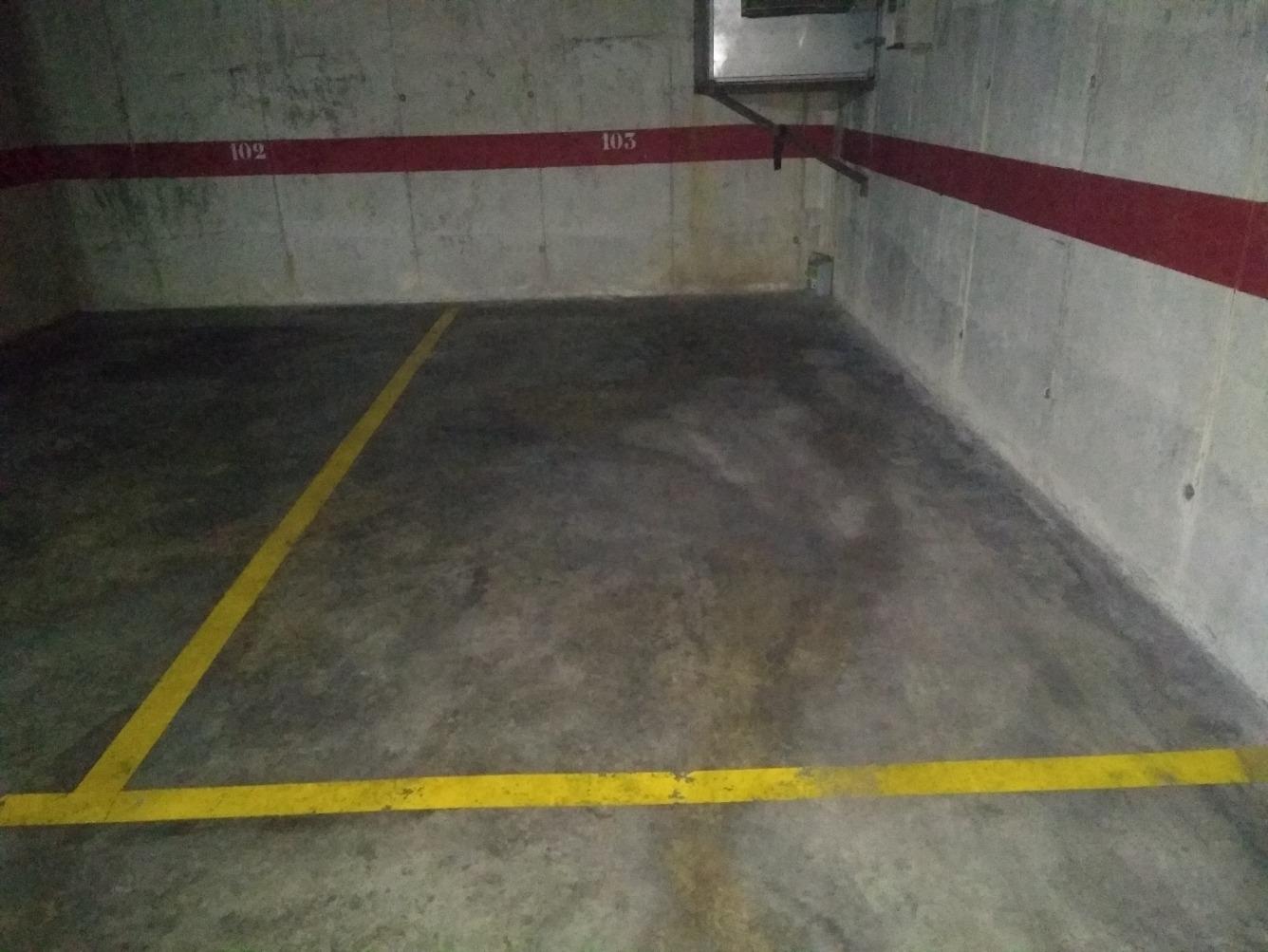 Alquiler Parking coche  Calle remences. Parquin en venda para coche grande zona devesa, calle remences,