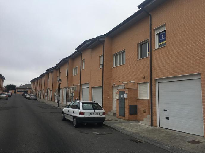 Chalet en  Calle De La Albahaca, 31 / Polígono - Carrefour, Ávila Capital