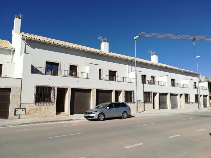 Foto 1 de Casa adosada en Calle Perseo 12 / Alcázar de San Juan