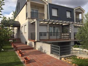Casa adosada en Venta en Urbanizacion Atyka / Santa Marta de Tormes