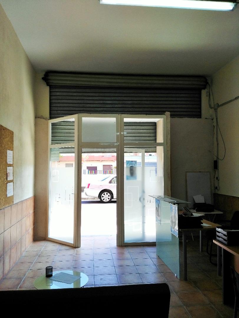 Local Comercial  Sedavi, zona polideportivo. Local diáfano de 4.5 m de fachada, con persiana motorizada, luz