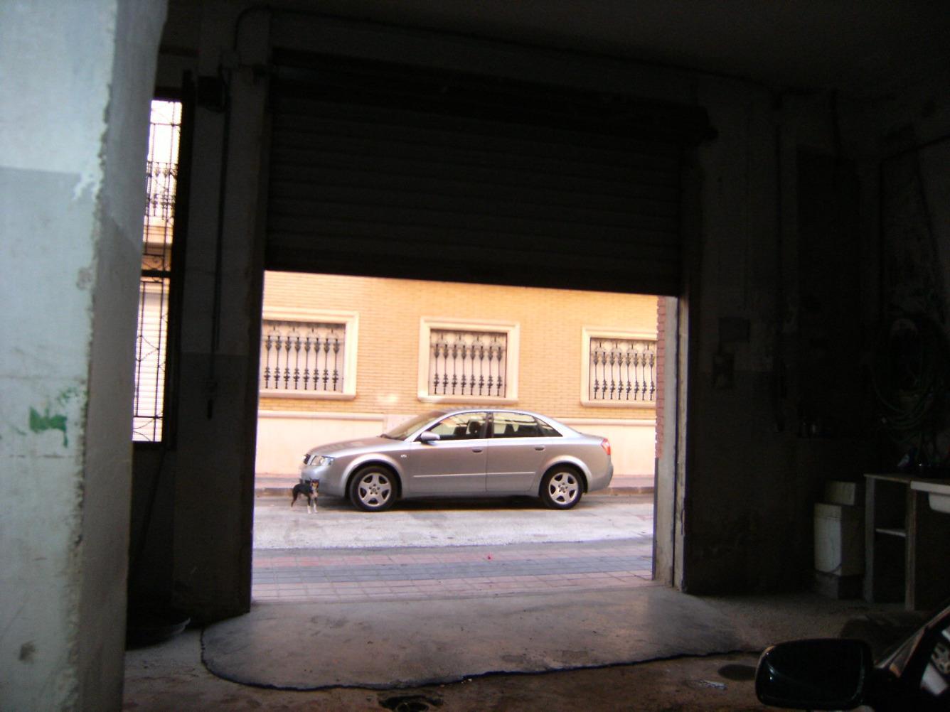 Location Local commercial  Albal, zona de ayuntamiento. Local de 7 m de fachada, puerta motorizada, diafano, baño con ba