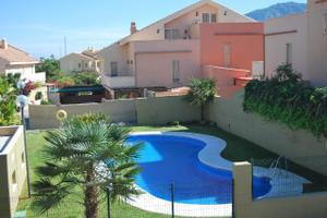 Alquiler Vivienda Casa adosada urbanización con piscina