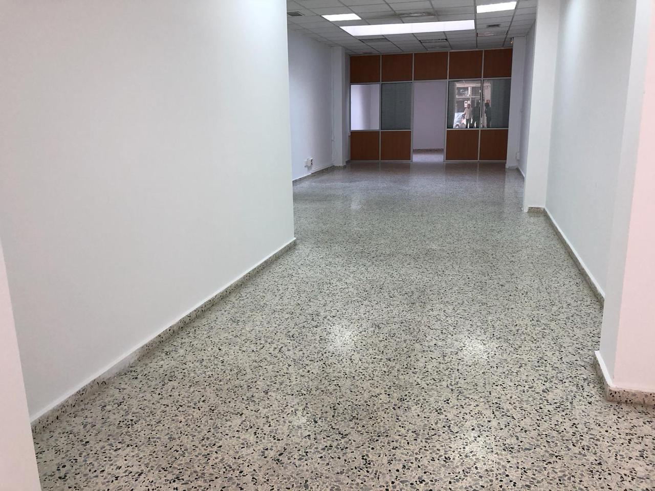 Lloguer Local Comercial  Mataró > centre. Local de 110m2 a pie de calle con persianas eléctricas y 2 venta