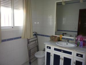 Casa adosada en Venta en Claracampoamor / Cantillana