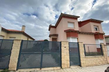 Casa adosada en venta en Pioz