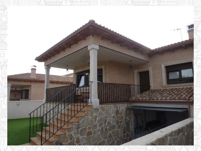 Casa adosada en la adrada en calle romazal 136807256 for Piscina la adrada
