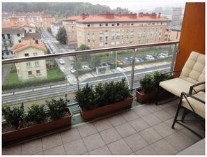 Venta Vivienda Piso antiguo. piso nuevo. 3 habitaciones. garaje cerrado doble opcional. pequeña terraza.