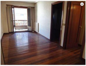 Venta Vivienda Piso piso alto. exterior. amplio balcón al sur. hormigón.