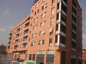 Alquiler Vivienda Piso fenomenal piso de reciente construcción, impecable, exterior, soleado y con vistas despejadas.