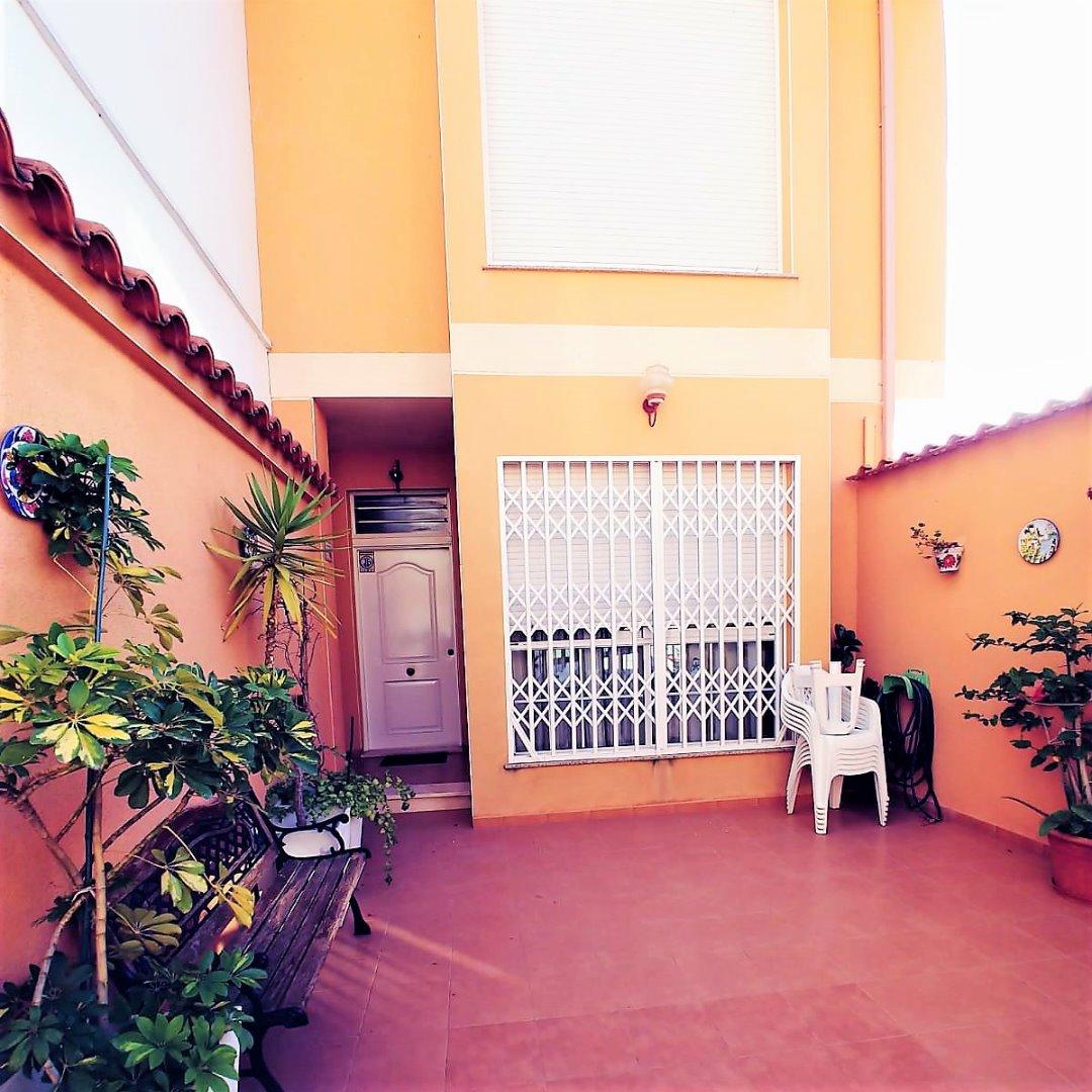 Casa  Calle algemesi. Alg339 - fincas girbés presenta este estupendo adosado, de 3 hab