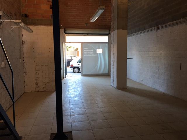 Alquiler Local Comercial  Calle consolacion. Local en planta baja,zona carinyena,consta de 90  m2 70 m2 + alt