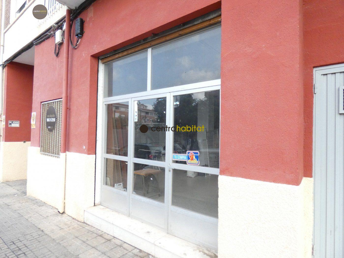 Alquiler Local Comercial  Petrer ,felipe v. Local de 85 m2 diáfano con una zona de altillo y un patio interi