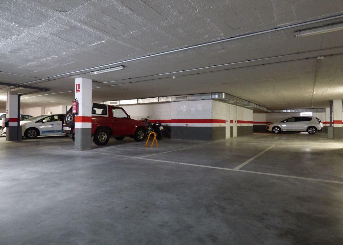 Garaje en venta en Poniente