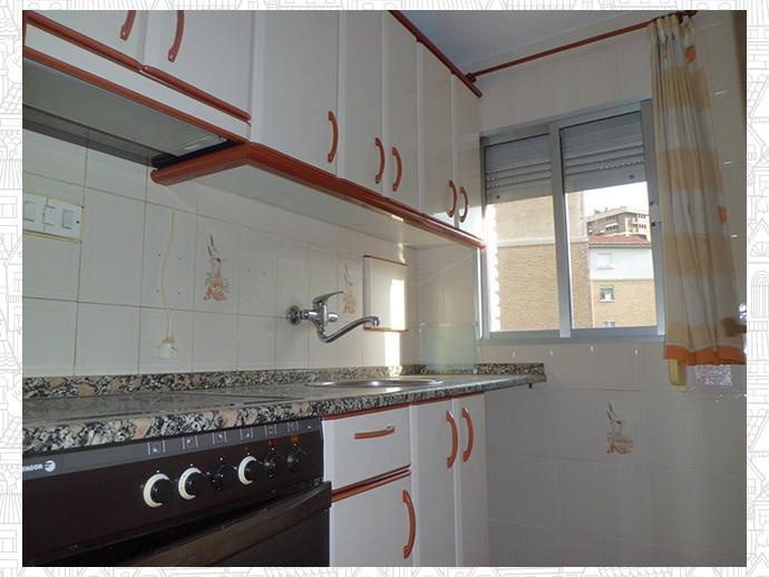 Piso en zaragoza capital en delicias en delicias la for Pisos 1 habitacion zaragoza