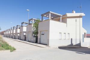 Casa adosada en Venta en Faisan, 10 / Caudete de las Fuentes