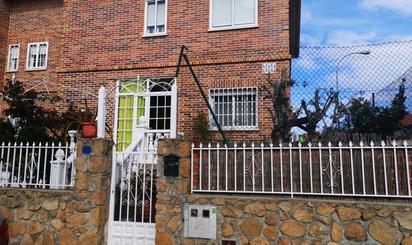 Chalets en venta con terraza en Fuenlabrada