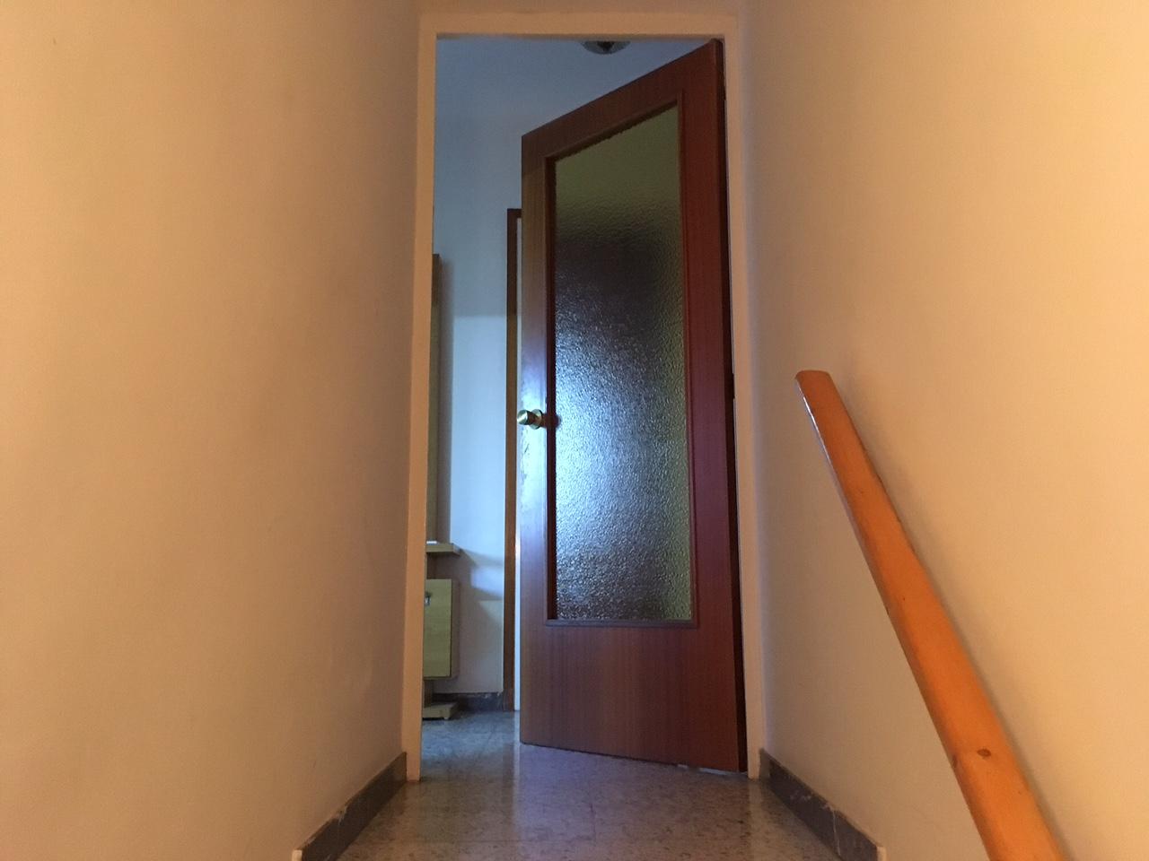 Casa  Cardona - raval de sant joan. Casa adosada de 188 m2. planta baja con garaje (puerta automátic