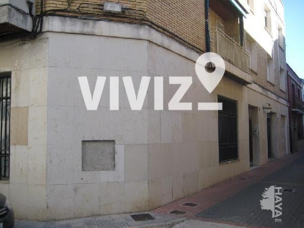 Local Comercial  Major, 18. Edificio compuesto de tres plantas, dos de ellas destinadas a vi