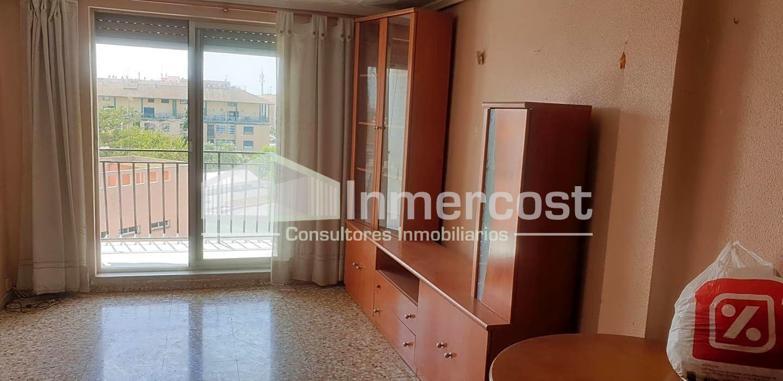 Rent Flat  Avenida del país valenciano. Piso en  5ª planta con  ascensor 85m2 distribuidos en 3 habitac