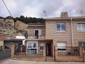 Casa adosada en Venta en De la Ribera / Valtierra