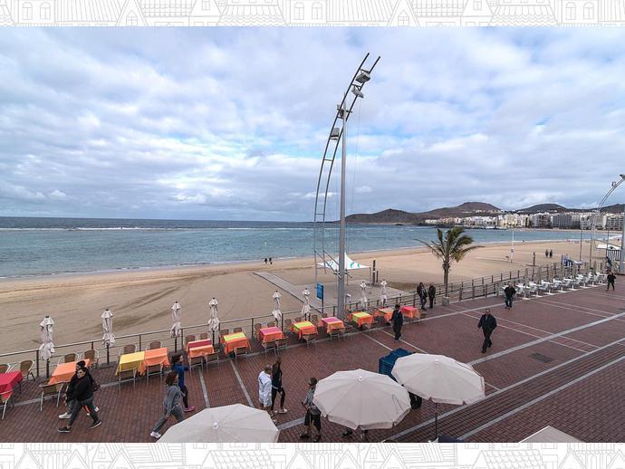 Foto 1 de Piso en Primera Línea De Playa De Las Canteras. 4 Hab Y 2 Baños. Amueblado. / Santa Catalina - Canteras, Las Palmas de Gran Canaria