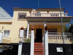 Chalet en Venta en Valsequillo. 4 Dormitorios, 2 Baños, Aseo, Garaje, Piscina, Jardín. / Valsequillo de Gran Canaria