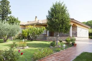 House in Sale in Valle de Anso / Zuera