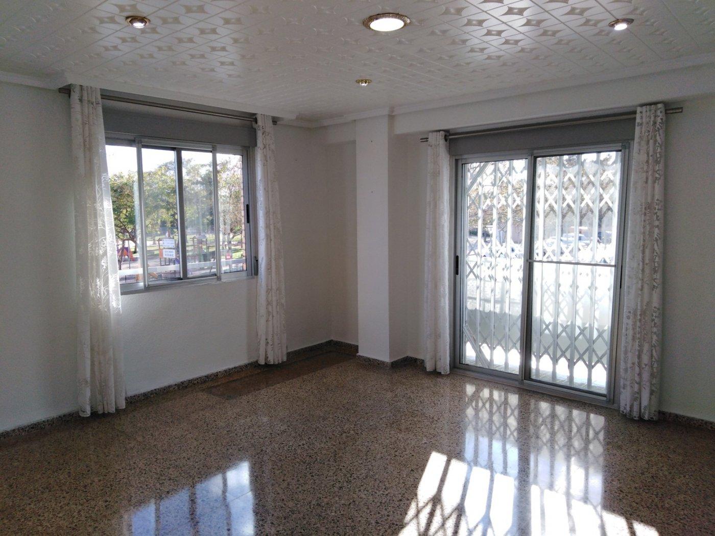 Rent Flat  Xirivella ,constitucion. Se alquila piso en buena zona de xirivella