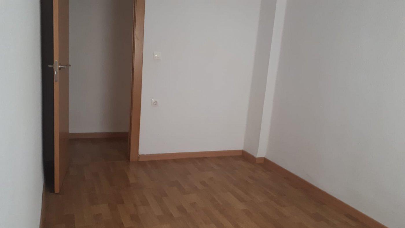 Rent Flat  Xirivella ,estacion vieja. Se alquila piso en xirivella