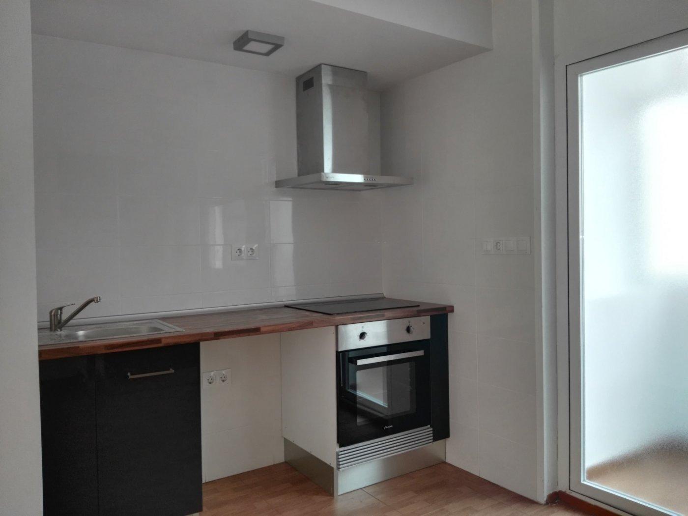 Rent Flat  Xirivella ,la paz. Se alquila piso en zona la paz de xirivella