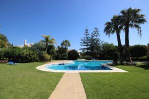 Casa adosada en Alquiler en Bahía de Marbella / Las Chapas