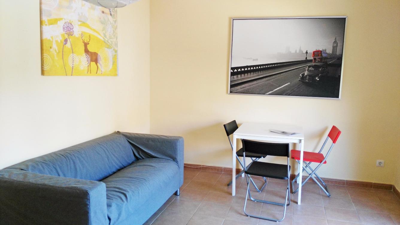Rent Flat  Avenida cortes valencianas. ¡piso seminuevo en rocafort, zona santa barbara, 3 hab. / 1 baño