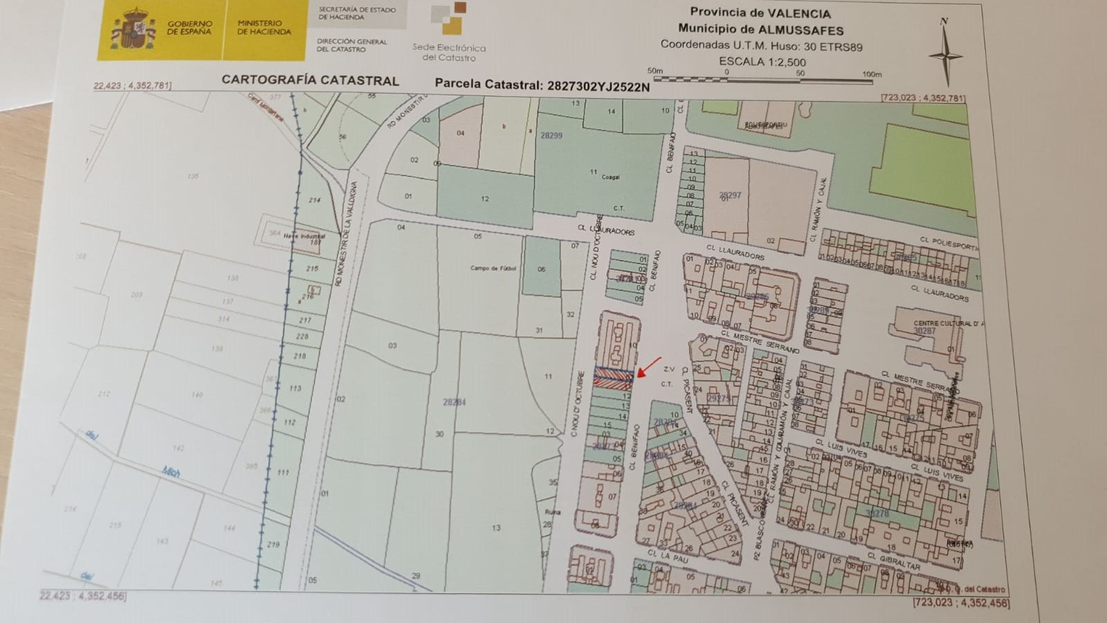 Stadtgrundstück  Calle nou d,octubre y benifaio. Se vende solar urbanizado en almussafes