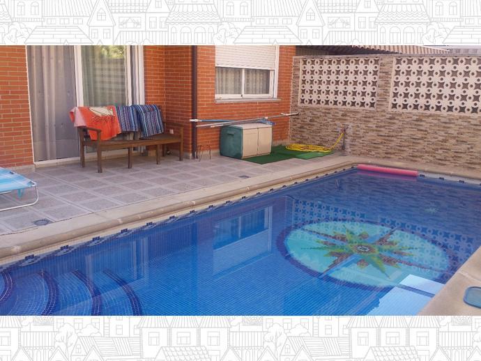Estupendo chalet piscina madrid adidum for Piscina valdemoro