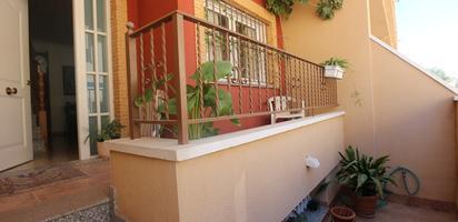 Cases adossadas en venda amb pàrking a España
