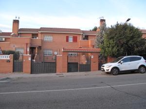 Casa adosada en Alquiler en Zona Rivas Pueblo / Casco Histórico