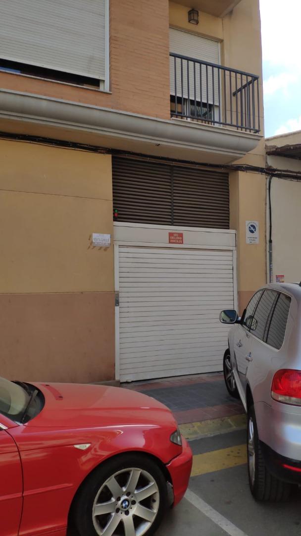 Posto auto  Calle hernández lázaro. Plaza de parking céntrica para  coche grande en planta baja