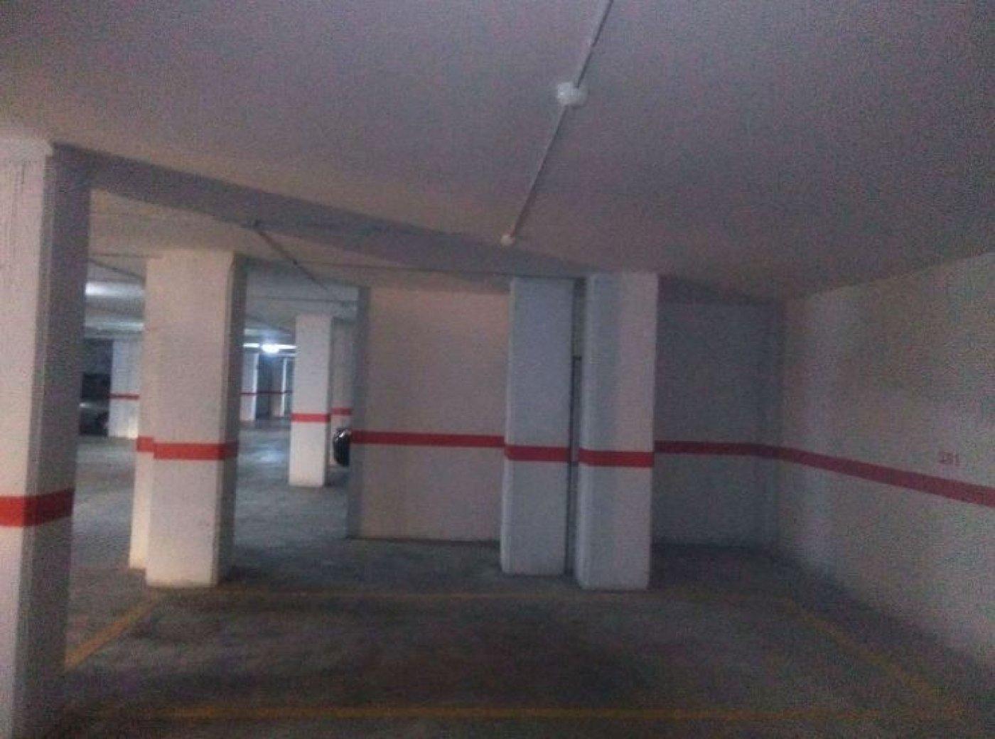 Parking coche  Alaquas ,piscina. Se vende plaza de garaje en alaquás