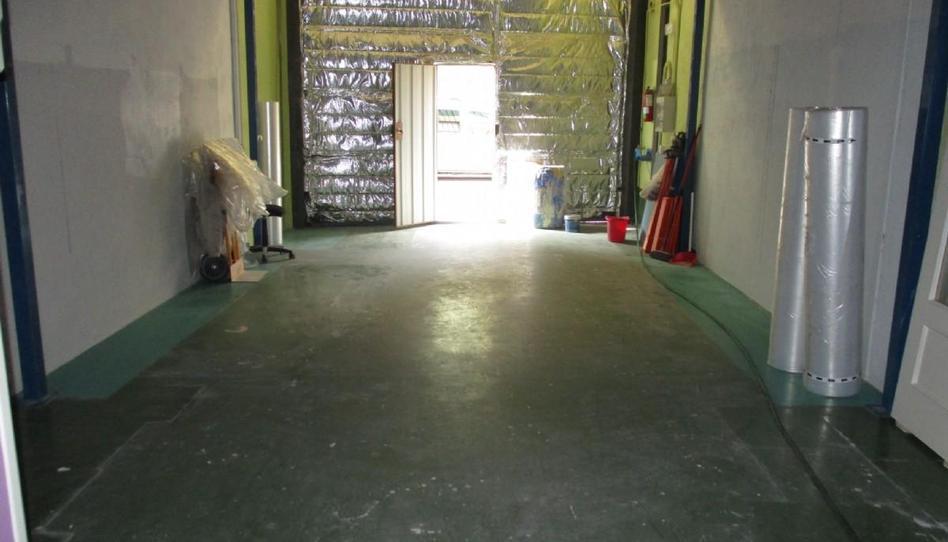 Foto 1 de Nave industrial en venta en Sondika, Bizkaia