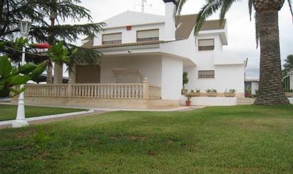 Casas en venta con jardín en España