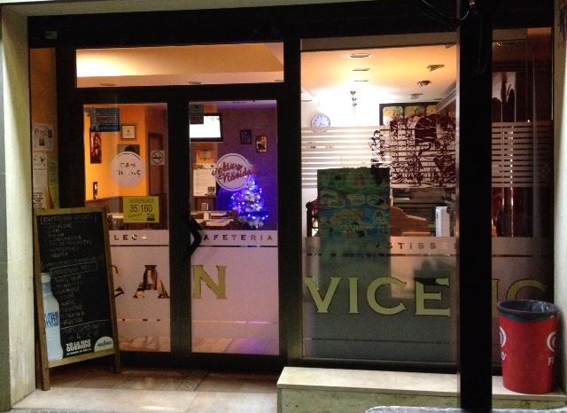 Local Comercial  Avenida catalunya. Bar cafetería, inmejorable situación, amplia terraza