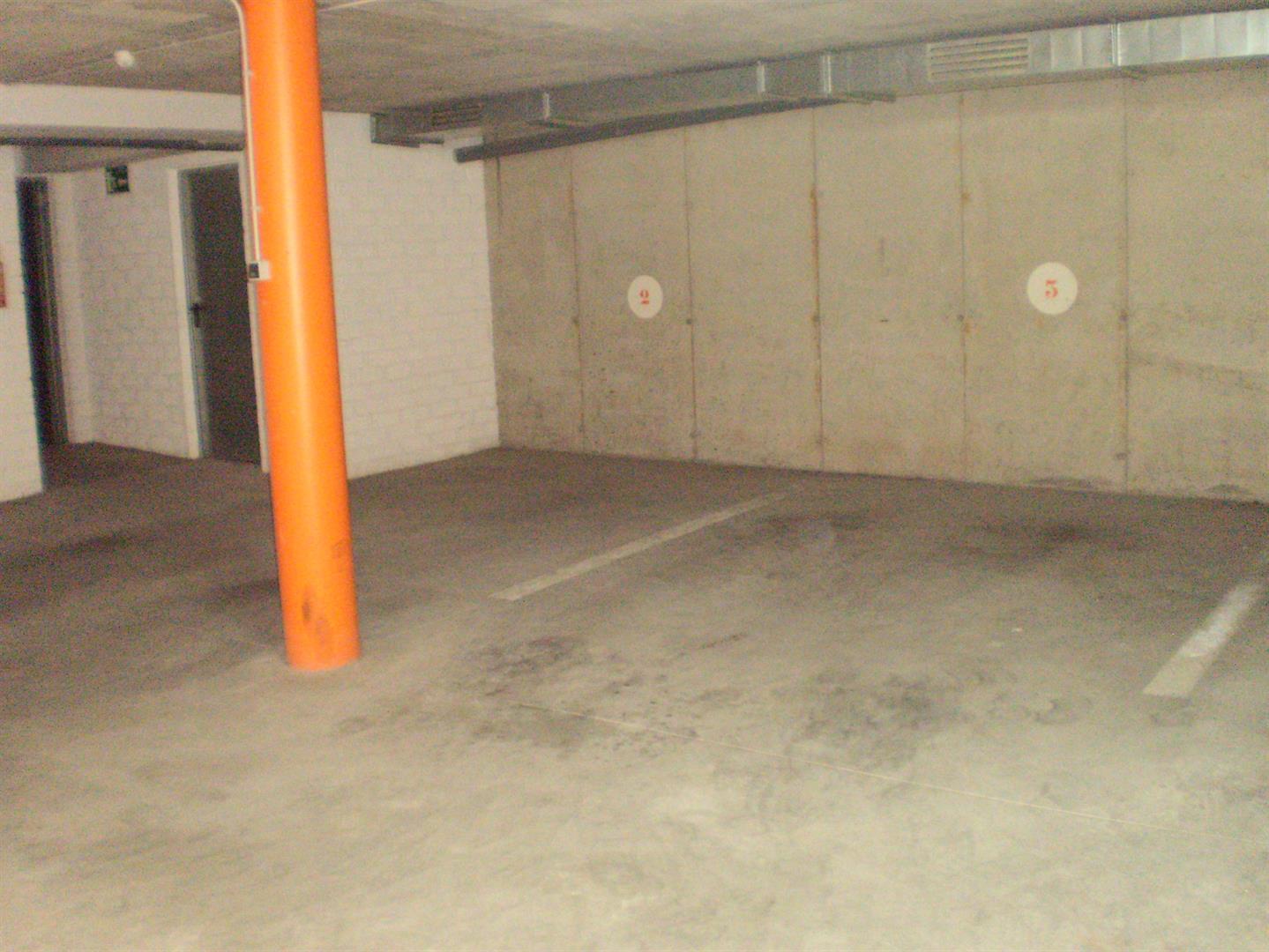 Alquiler Parking coche  Plaza carrer migdia, 4. Plaza de aparcamiento al centro de vilobí d'onyar
