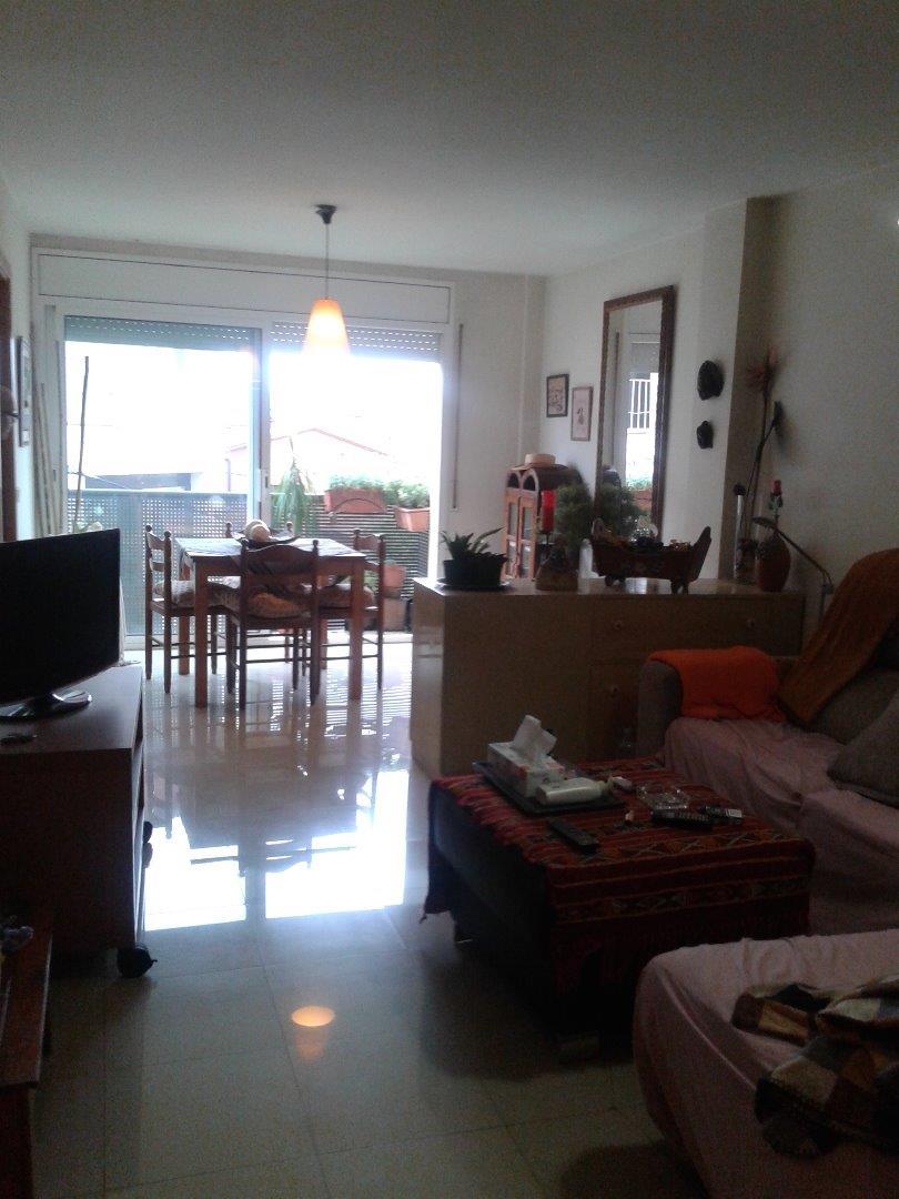 Piso  Centro vilobí d'onyar. Piso de 3 habitaciones muy bien conservado. precio atractivo.