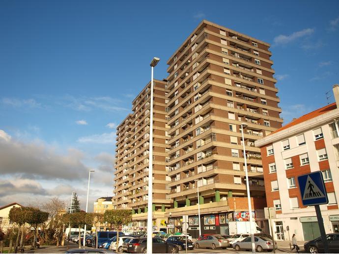 Foto 1 de Apartamento en Calle Poeta José Luis Hidalgo 2 / El Parque - Zapatón, Torrelavega