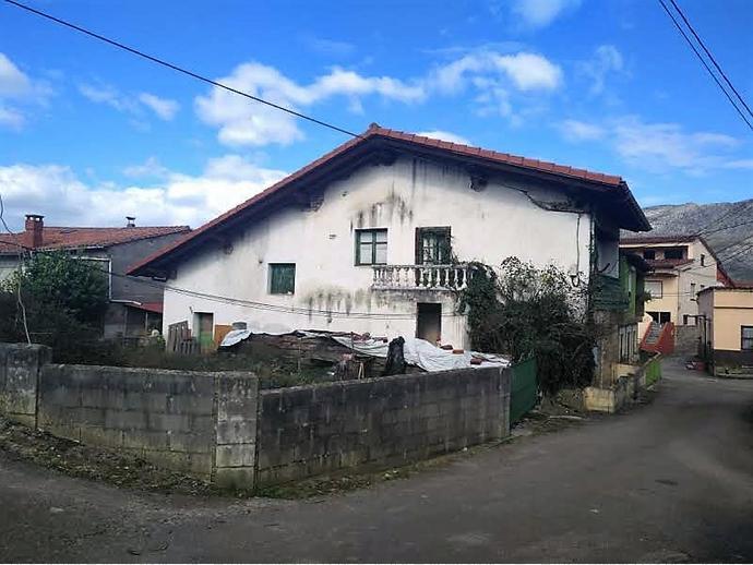 Foto 2 de Casa adosada en Calle Tarriba 72 / San Felices de Buelna