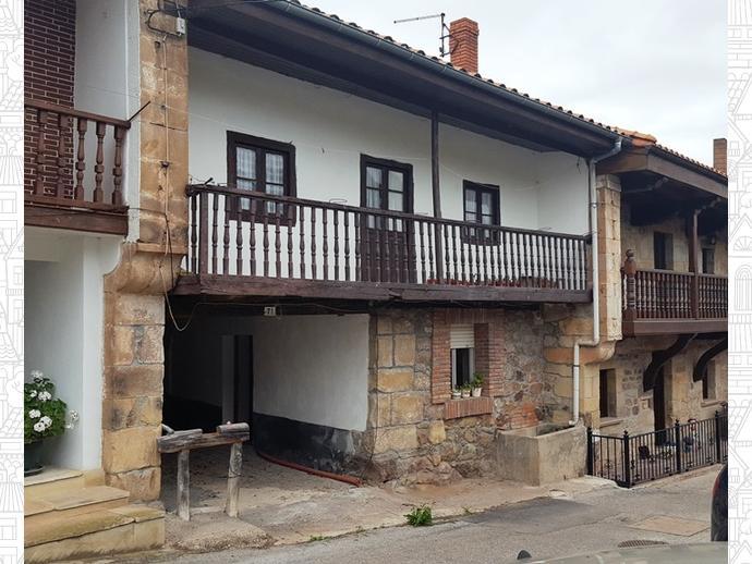 Foto 1 de Casa adosada en Calle Coo - Pereda 34 / Los Corrales de Buelna